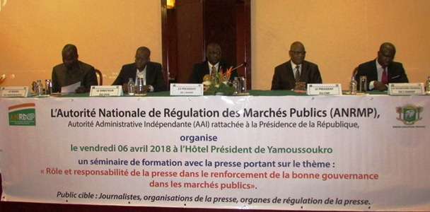 C te d ivoire march s publics 50 journalistes l 39 cole for Ecole des metiers du meuble